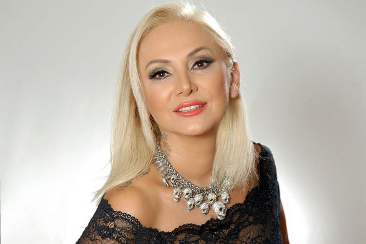 Zeliha Sunal Sahne Performansı İle Herkesi Şaşırttı | KLASS Magazin