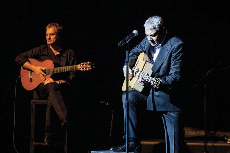 Enrico Macias Unutulmaz Şarkılarıyla İzleyenlerini Bir Kez Daha Büyüledi