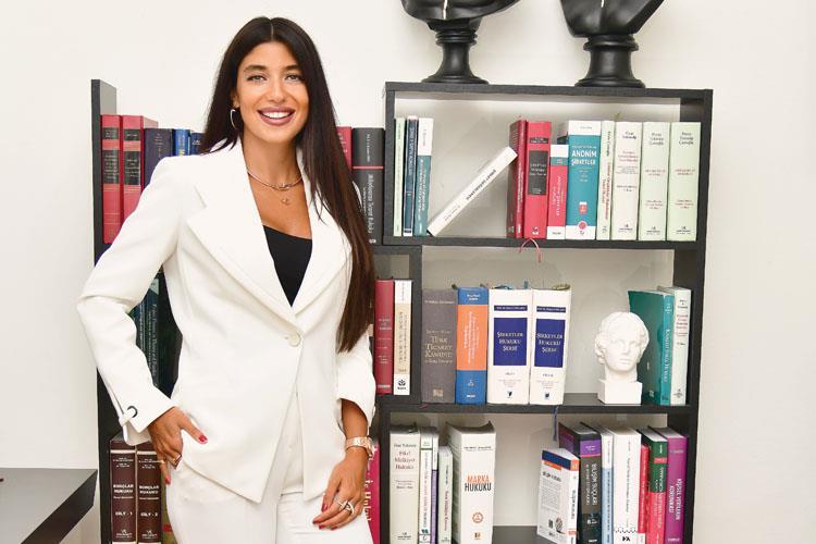 New York Barosuna Kabul Edilen En Genç Türk Avukatlardan Biri Oldum