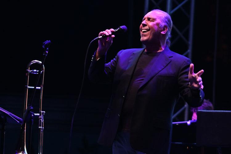 Zorlu'da Bir Başka Gece' Konserleri  Fatih Erkoç & Trio ve Tuluğ Tırpan Pow Trio ile Başladı Konuk Sanatçı Demet Evgar'dı