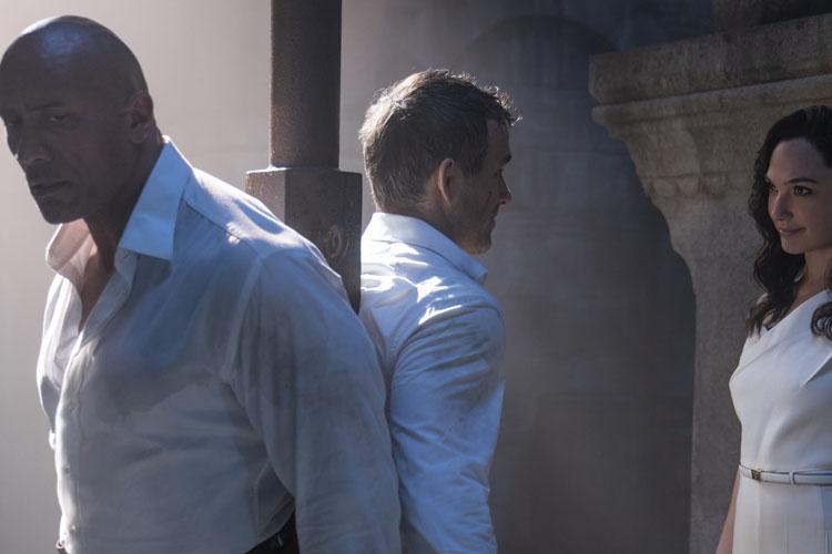 Netflix;Dwayne Johnson, Gal Gadot ve Ryan Reynolds'ın Başrolünde Yer Aldığı Red Notice'in Tanıtım Fragmanını Paylaştı