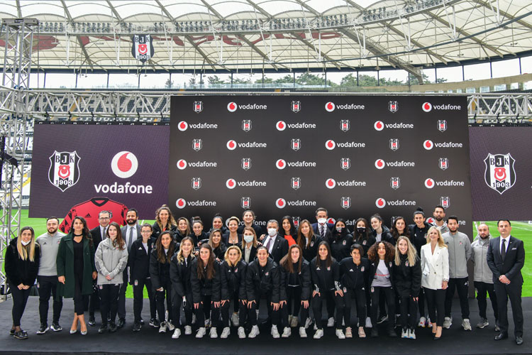 Beşiktaş-Vodafone İşbirliği, Kadın Futbol Takımı Sponsorluğuyla Devam Edecek