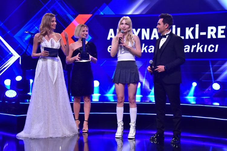 NR1 Video Müzik Ödülleri Sahiplerini Buldu