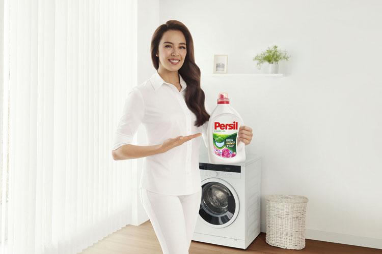 Persil, Yeni Derin Temizleme Plus'ı Azra Akın İle Tanıtıyor
