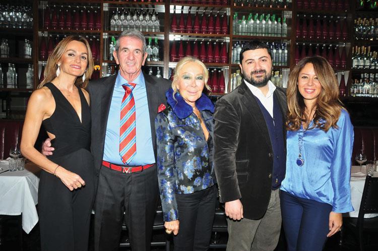 Yeni Yaşını Dostlarıyla Birlikte Barbounia İstanbul'da Kutladı
